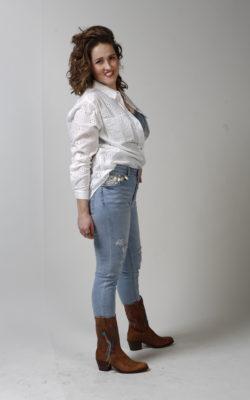 Damage Jeans met Loafers & Schelpjes